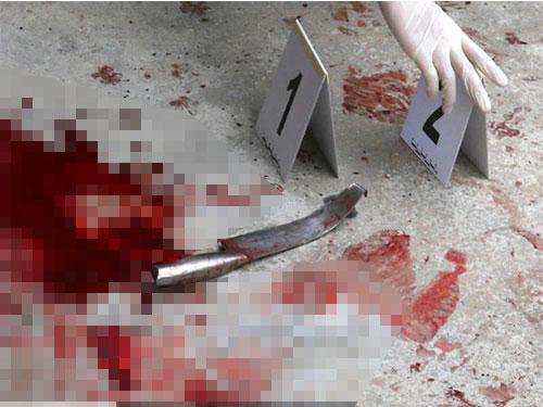 被告用刀狂砍女實習護士,滿地血跡。(檔案照)