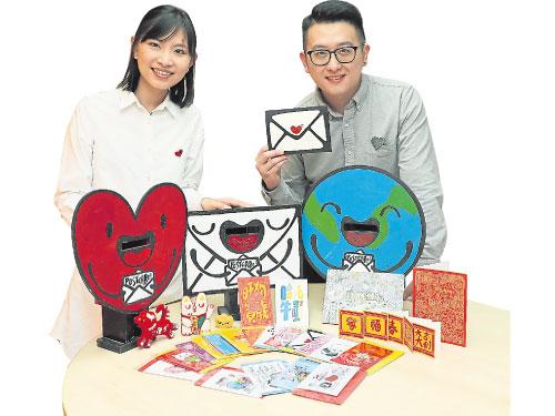 Postcare專做明信片生意,徐傳文(右)和何潔儀希望大家多寫字,給家人朋友們寄一張有溫度的卡片。