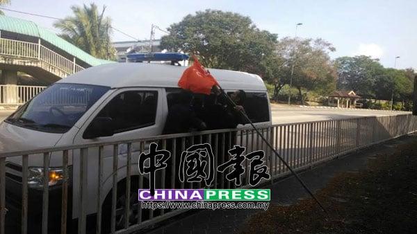 希望聯盟的黨旗,無故被永平縣議會的官員拆除。