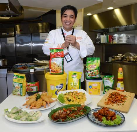 聯合利華飲食策劃黃健強,教大家如何使用家樂牌產品烹煮創新年菜,希望大家新春期間,煮得輕鬆,吃得開心。