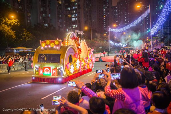 澳門具代表性的節慶盛事,活動內容有花車巡遊、大型匯演等,非常精彩,豈能錯過!
