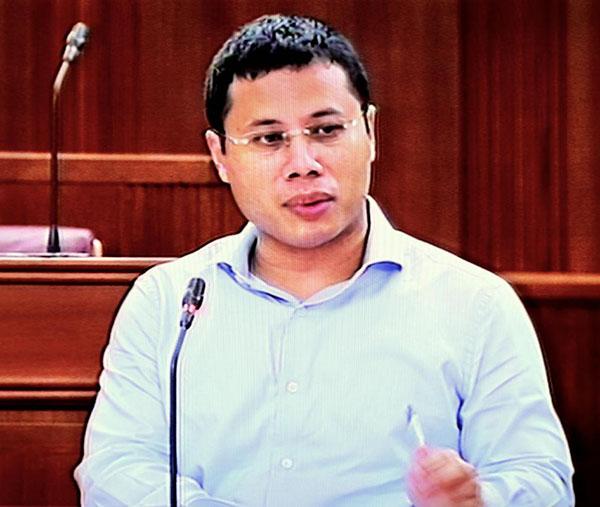 社會及家庭發展部長李智陞回復議員詢問時表示,政府正密切留意The Sugar Book的動態。