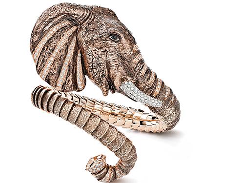 熱愛大自然的羅伯特考因,在他的珠寶系列裡建立了一個動物王國,他想通過這些動物造型珠寶,傳遞大自然當下所面對的境況,圖為動物系列中的龍、鷹與大象造型的戒指和手鐲。