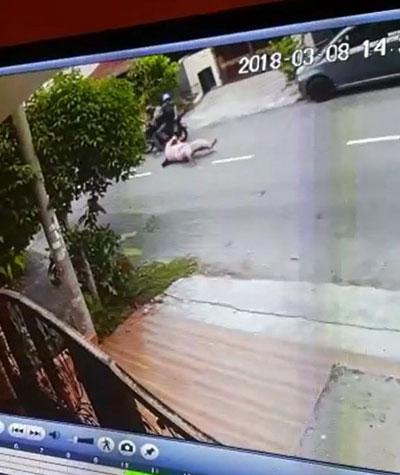 女子被摩哆匪拖了約2公尺的距離。