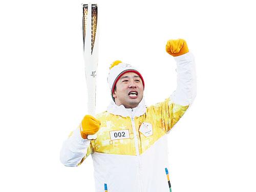 鄭在成2月參與平昌冬奧會火炬傳遞。(歐新社)