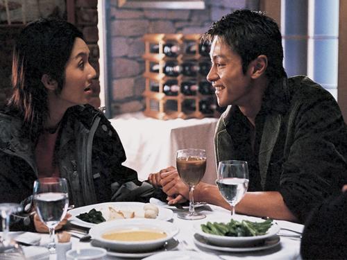 楊千嬅和黃浩然多年前曾合作《新扎師妹》,黃浩然演戲中方麗娟的警隊同事。