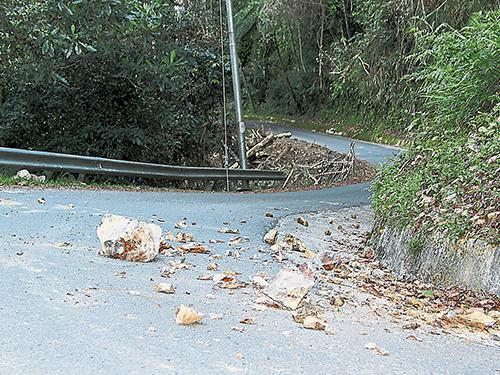 丁波漢閘口通往神山的登山徑1.5公里處布滿落石。