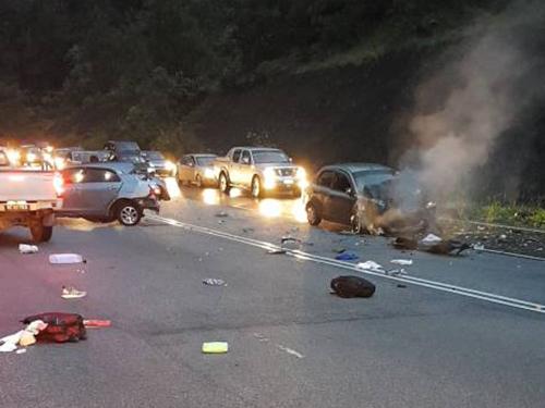 華裔女子駕駛豐田威馳轎車時,不知何故在轉彎處失控,衝向反方向車道,撞及迎面的轎車,再被一輛轎車猛撞,導致車內女嬰飛拋至路中央,最終傷重斃命。