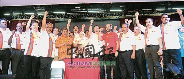 謝琪清(前排左3)擔任森州希盟秘書,很多希盟活動都由他負責協調工作。
