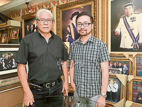 陳志強(左)與孩子陳泳偉一同經營吉隆坡與靈市的照相館,后者也是其接班人。