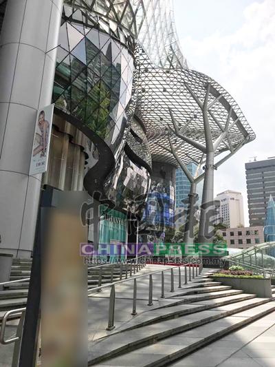 有關購物廣場坐落烏節路最繁華地段,即烏節路地鐵站附近。 (圖:《中國報》新加坡直擊員攝)