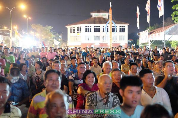 逾3000名觀眾出席行動黨在選戰前的群眾大會。