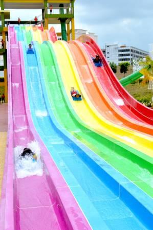 這裡有15種刺激又好玩的水上遊樂設施,絕對讓大家玩得過癮。