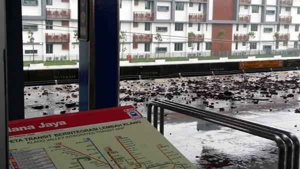格拉那再也輕快鐵站的情況一片狼藉。