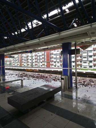 當局關閉格拉那再也輕快鐵站,以免有人受傷。