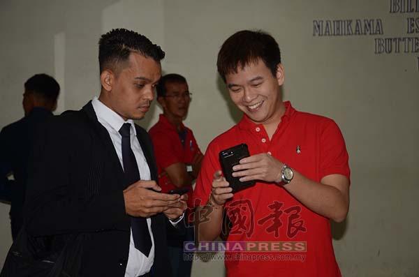 李宗聖看到媒體圍拍他,他笑言也要把媒體樣子一一拍下。