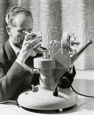 在古柏林的家族中,曾經出現過愛德華約瑟夫古柏林(Eduard Josef Gübelin,1913年~2005年)這號顯赫人物,他是20世紀最偉大、最具影響力的寶石學家,致力把自然美和科學知識以獨特的方式糅合在一起,成就了今日的古柏林。