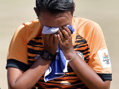 拿下金牌的那一刻,西蒂扎麗娜不斷擦去開心的眼淚。