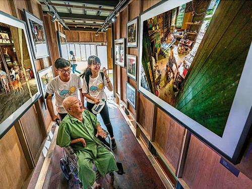 麻風病院民通過故事館與全世界分享他們的生命故事,啟發年輕下一代。