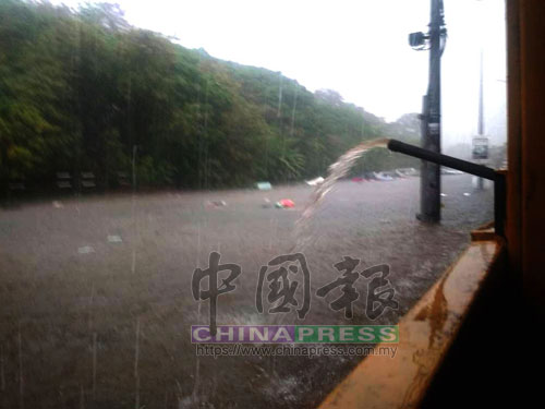 新那旺輕工業區發生嚴重水災,水位最高漲至3呎。