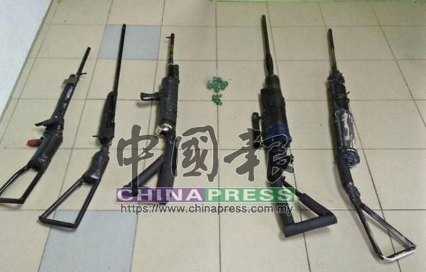 警方起獲嫌犯所製造的5枝具有殺傷力的槍械及彈珠。