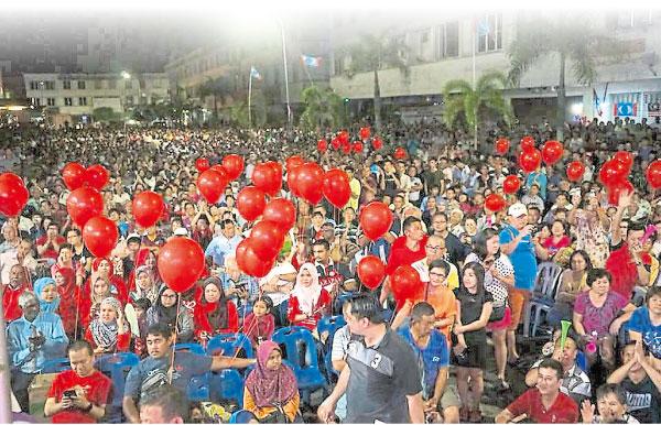 令希盟感到鼓舞的是,前來支持的不僅是華裔,現場也可見許多馬來和印裔同胞。(圖由民主行動黨提供)