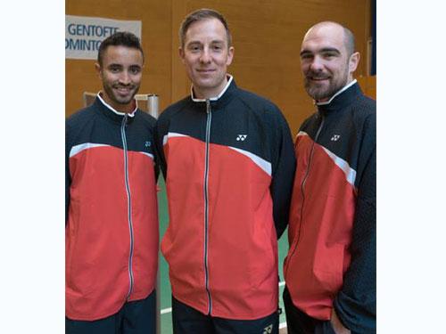 彼得蓋特(中)創辦以自己名字命名的羽球學院,並邀埃佩(左)與埃文斯擔任該學院教練。(圖片:彼得蓋特面子書)
