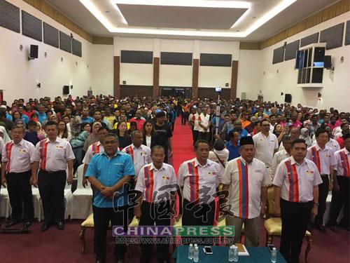 森州希盟舉行公布候選人大會,前排左起祖基菲里、巴哈魯丁、阿米努丁、哈沙努丁、陸兆福。