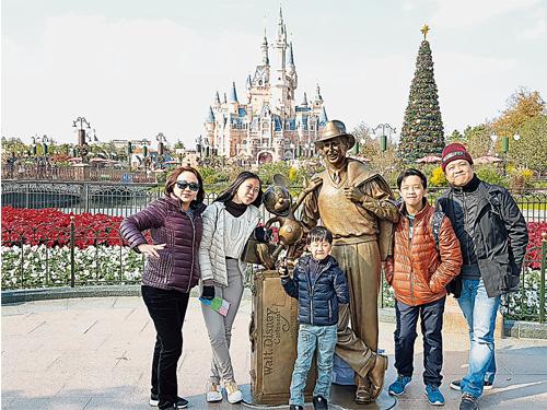 林潔心即使再忙也會抽出時間與家人出游,享受家庭歡樂時光。