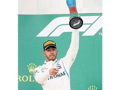 哈米頓收穫本賽季首個分站冠軍,車手積分榜也暫時超越維特爾居首。(美聯社)