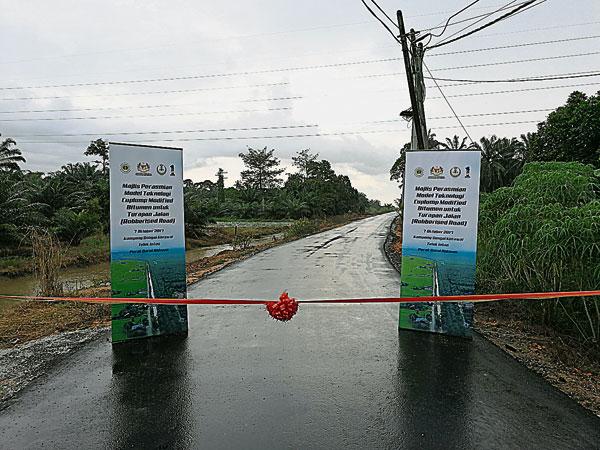 馬來西亞橡膠局自2015年起與公共工程局進行研究合作,旨在研究杯膠改良瀝青在改善公路情況,以及延長公路使用壽命方面的成效。