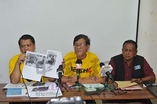 沙魯阿曼(左)向媒體展示阻止斯特蘭進入提名中心的選委會工作人員,曾在社交媒體發布參與國陣活動的照片。