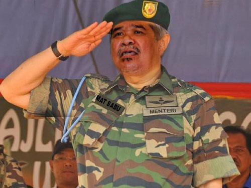 網民修圖讓民眾看看莫哈末沙布未來穿軍裝的模樣。