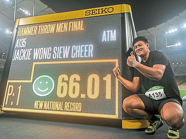 馬來西亞鏈球男將黃秀捷第12度打破全國紀錄,在大馬田徑公開賽強勢奪金。