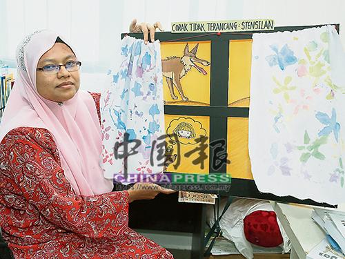 優密把特殊學生在她所教導的美術課上製作的印花窗簾布,融入馬來文課的故事教材中,增加學生們對教材的親切感及吸引力。