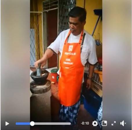 廚藝科系畢業的莫哈末沙布,準備料理過程不輸專業廚師。(取自莫哈末沙布面子書專頁)