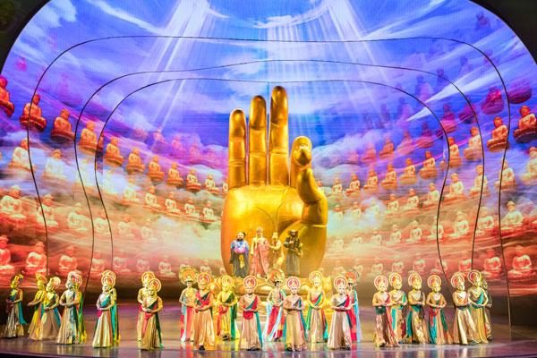 帶你與家人走入《西遊記》的世界,體驗全球最大型室內舞台劇-中國秀,壯觀絢麗的震撼感受。