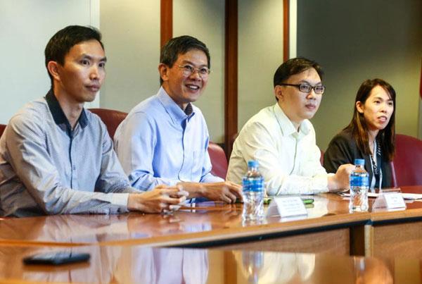 商業事務局局長周祥泰(左2)透露,這些騙局都和組織完善的外國集團有關,他們一般使用自動語音電話、詐騙技術以及社交媒體平台。