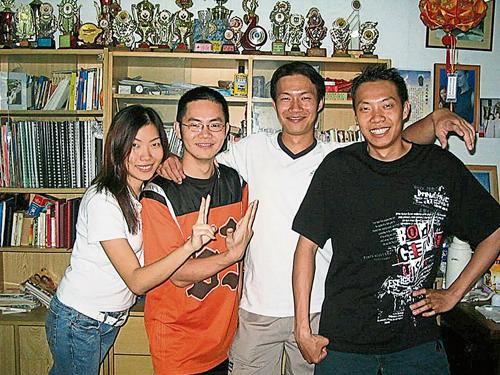 張琿珊(左)最敬重的人是她的哥哥(右2),自小就負起照顧弟妹的責任,然而不久前因心臟病過世,令張琿珊傷痛不已。