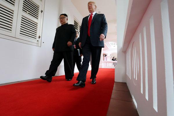 韓國媒體指金正恩穿了至少7公分高的中跟鞋。圖/路透社