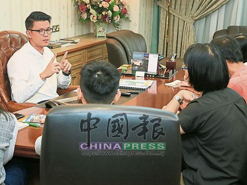 陳家興接受中文媒體聯訪。