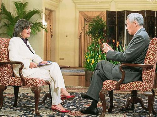 李顯龍接受CNN全球新聞主管艾曼普訪問。
