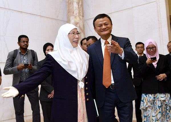 馬雲(右)與旺阿茲莎會面。