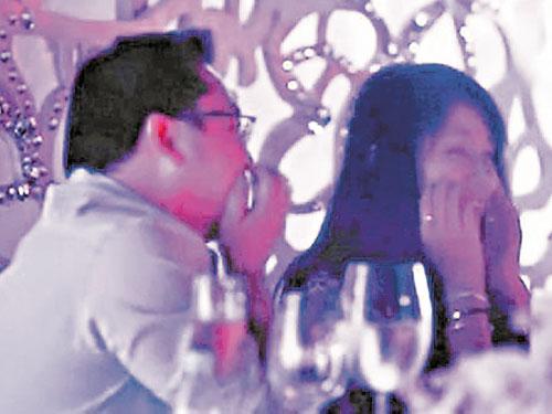 傳聞劉特佐在一好友婚禮上,大擲銀彈制造浪漫向台灣小天后蕭亞軒示愛。