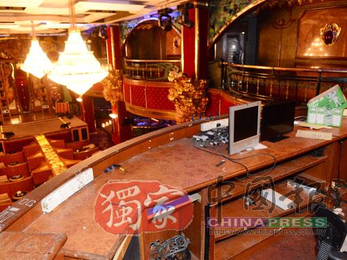 控制台已清空,可見到樓下大型的舞台。