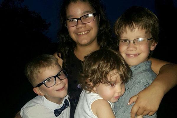 慘遭擊斃的4個小孩。