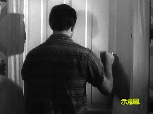 """男子""""復活""""後敲家門。(示意圖)"""