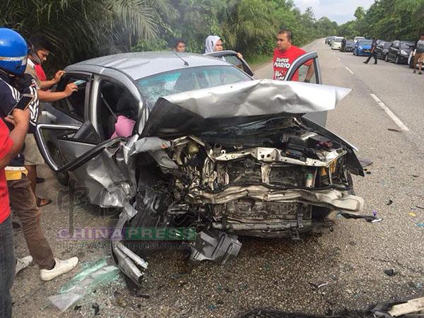 車禍涉及另一輛國產威拉轎車,車上3人皆受傷。