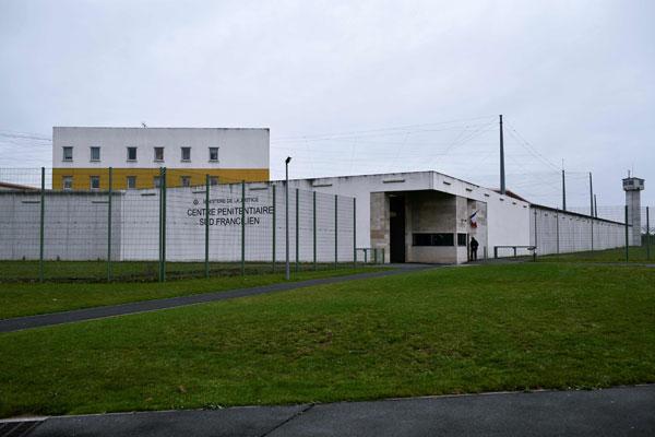 位於巴黎南部的雷奧監獄外觀。(法新社)