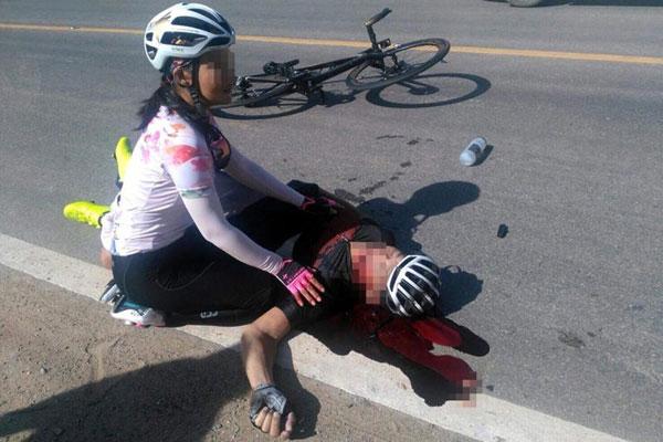 商人與女友騎腳車時,與羅厘相撞,送院傷重不治。(圖/網絡)